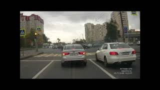 Авария на перекрестке Тельмана и Большевиков из 3 машин: БМВ, Шкода и Мазда