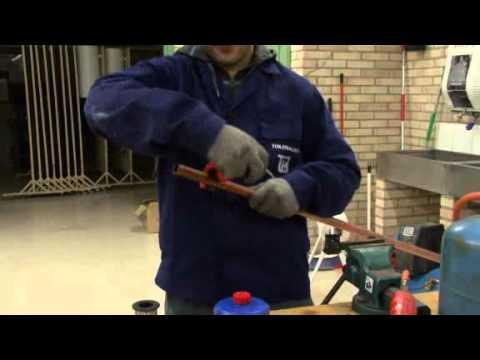 Hirutube c mo soldar una tuber a de cobre youtube for Como soldar cobre