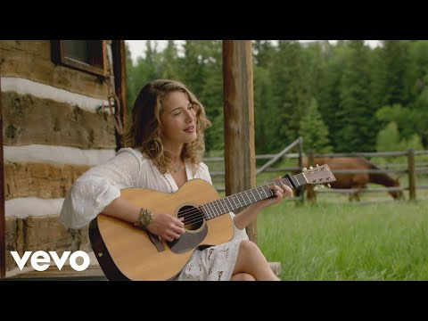Caroline Jones - Guitar Talk (Behind the Scenes of Bare Feet)