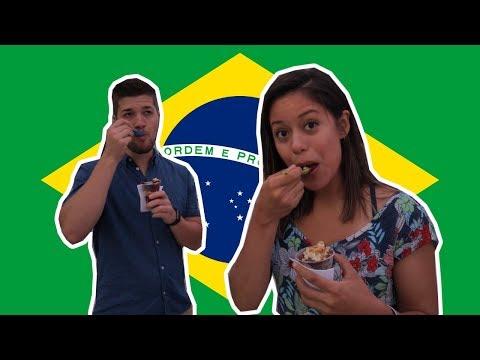 Gringos Experimentando Comidas Brasileiras em Copacabana