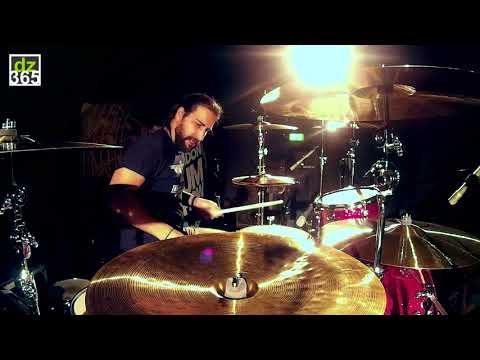 Brian Tichy's Fast Drum Rolls at the London Drum Show (part 2/5)