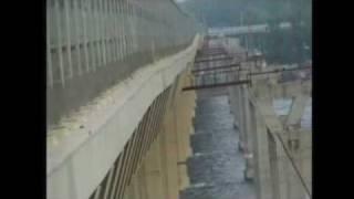 Brücke über der  Wolga durch Wind fast eingestürzt(Moskau (dpa) - Nur sieben Monate nach ihrer feierlichen Einweihung ist eine 330 Millionen Euro teure Straßenbrücke bei der russischen Stadt Wolgograd ..., 2010-05-22T08:24:25.000Z)