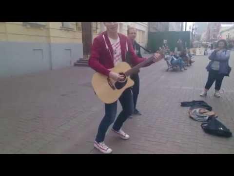Noize на Арбате кинул 2 косаря исполнителю его песни