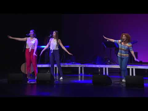 ANEM A LA PISCINA - Dàmaris Gelabert en concert