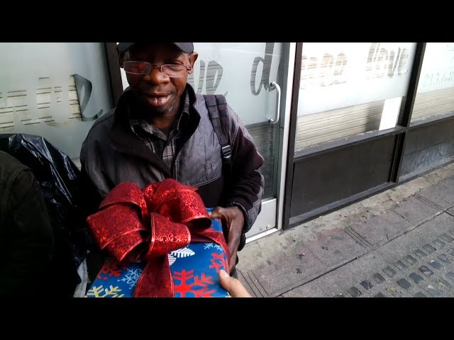 11 gifts you can give to the homeless this holiday season