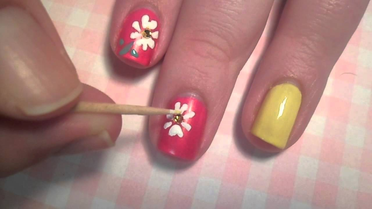 Daisies For Mother S Day Nail Art