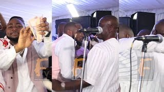 DAVIDO HUG K1 DE ULTIMATE ON STAGE AND OVER SPARY MONEY FOR HIM LIKE NEVER BEFORE  TWO BIG ELEPHANT
