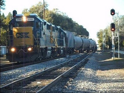 CSX Train Waits On Siding For Other Train To Pass - YouTube