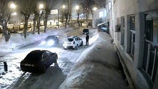 В Екатеринбурге мужчина под наркотиками угнал машину у девушки и разбил её