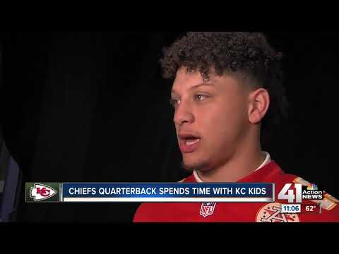 Chiefs quarterback spends time with KC kids
