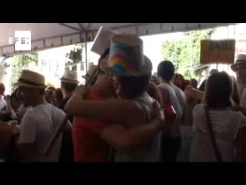 Samba, sudor y desenfreno en el carnaval callejero de Río de Janeiro