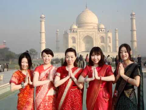 5 pretty fellow girl travellers from Japan dressed up Indian costumes at Taj Mahal