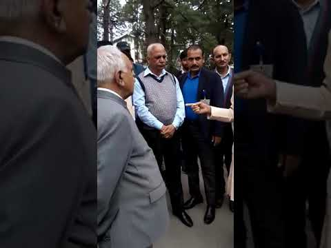 Governor of himachal Pradesh at himachal Pradesh university and got angry from staff member