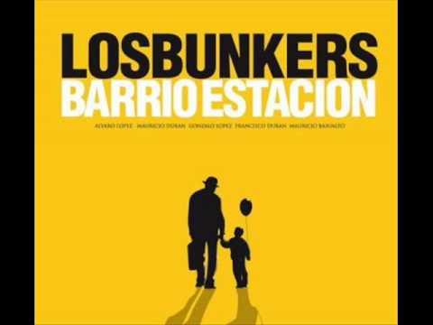 Los Bunkers - Una nube cuelga sobre mi (Lyrics)