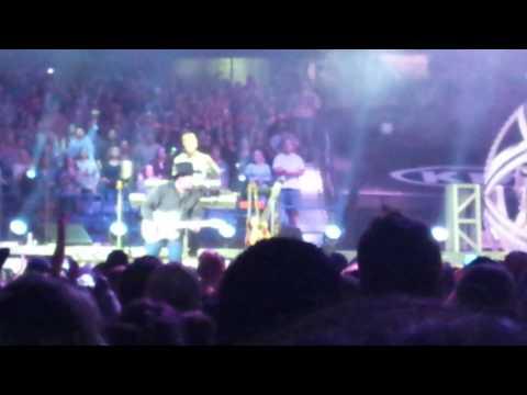 Garth Brooks with Trisha Yearwood World Tour Chicago 19 Callin' Baton Rouge