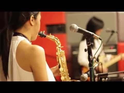 TREASURE - Bruno Mars (Cover) by Pops and The Beat feat. Bunga Xarisa on Percussion