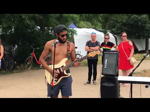The White Stripes, Seven Nation Army (cover) - busking in the streets of Berlin, Germany