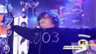 Foo Fighters and Jack Black perform Back In Black