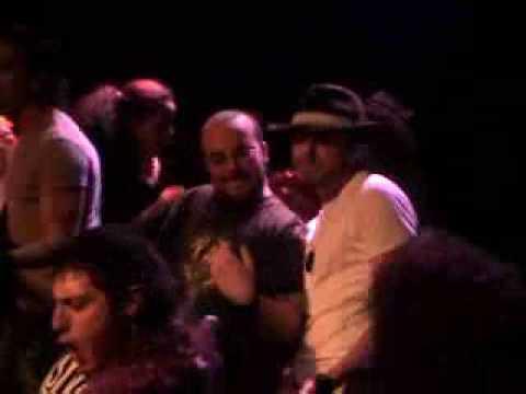 Freak Karaoke Show invasion de escenario con Ac Dc Highway to hell