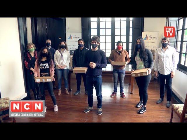 CINCO TV - Juan Andreotti entregó netbooks del Programa ´Conectar Igualdad´