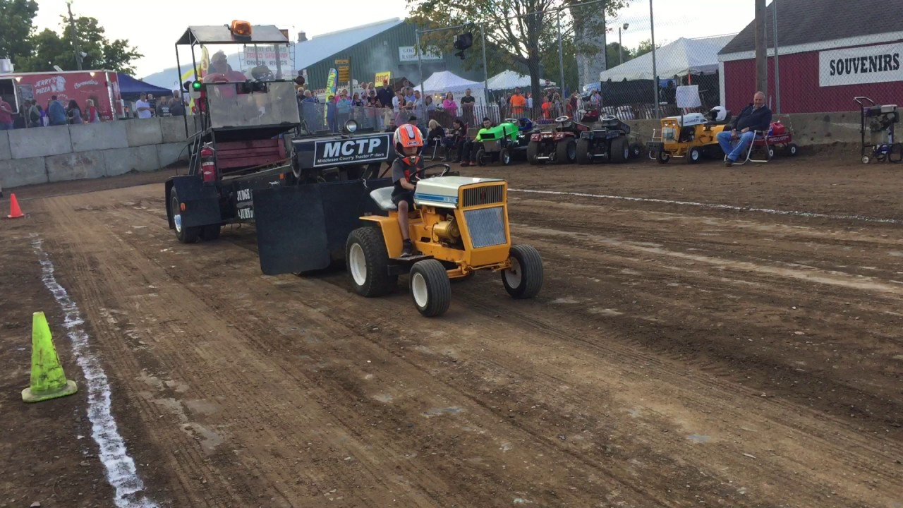 Cub Cadet 124 Pulling Tractor : Cub cadet lawn stock tractor pull youtube