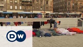 Премьер Венгрии: беженцы - проблема Германии(Венгрия открыла для беженцев вокзал в Будапеште. Однако уехать в Германию все желающие не могут. Одновремен..., 2015-09-03T17:26:30.000Z)