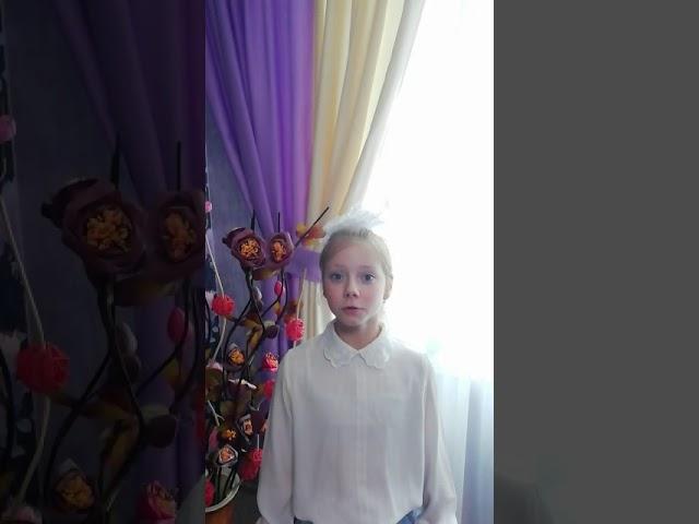 Изображение предпросмотра прочтения – ЕкатеринаОгурцова читает произведение «Берёза» С.А.Есенина