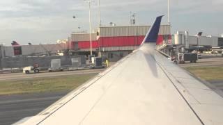 United Airlines Boeing 737-800 takeoff from Atlanta Intl Airport