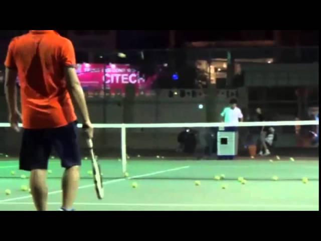 Máy bắn bóng tennis