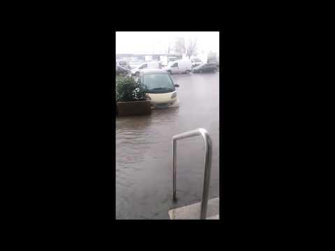 Las fuertes lluvias causan inundaciones en el centro de Vigo