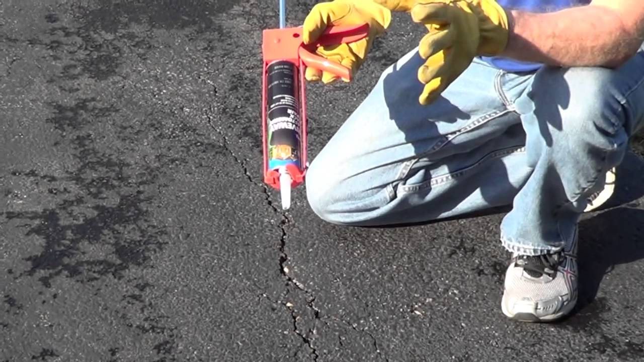 How to fill driveway cracks driveway crack filler youtube solutioingenieria Image collections