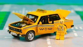 Машинка такси поехала в автосервис за машиной после ремонта 346 Серия Мир Машинок