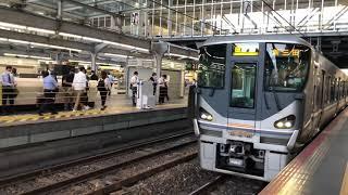 JR西日本225系JR宝塚線【普通】都会の駅を通過する普通列車!