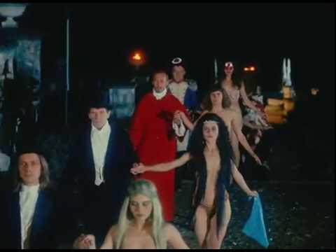 rolik-porno-filmi-s-russkim-perevodom-bal-satani-kachki-seks