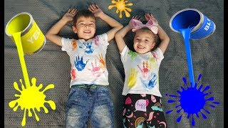 Dominika and Rinat play with paints and  t-shirt