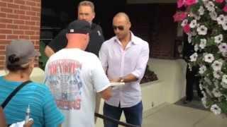 Derek Jeter Signing Autographs – iFolloSports.com