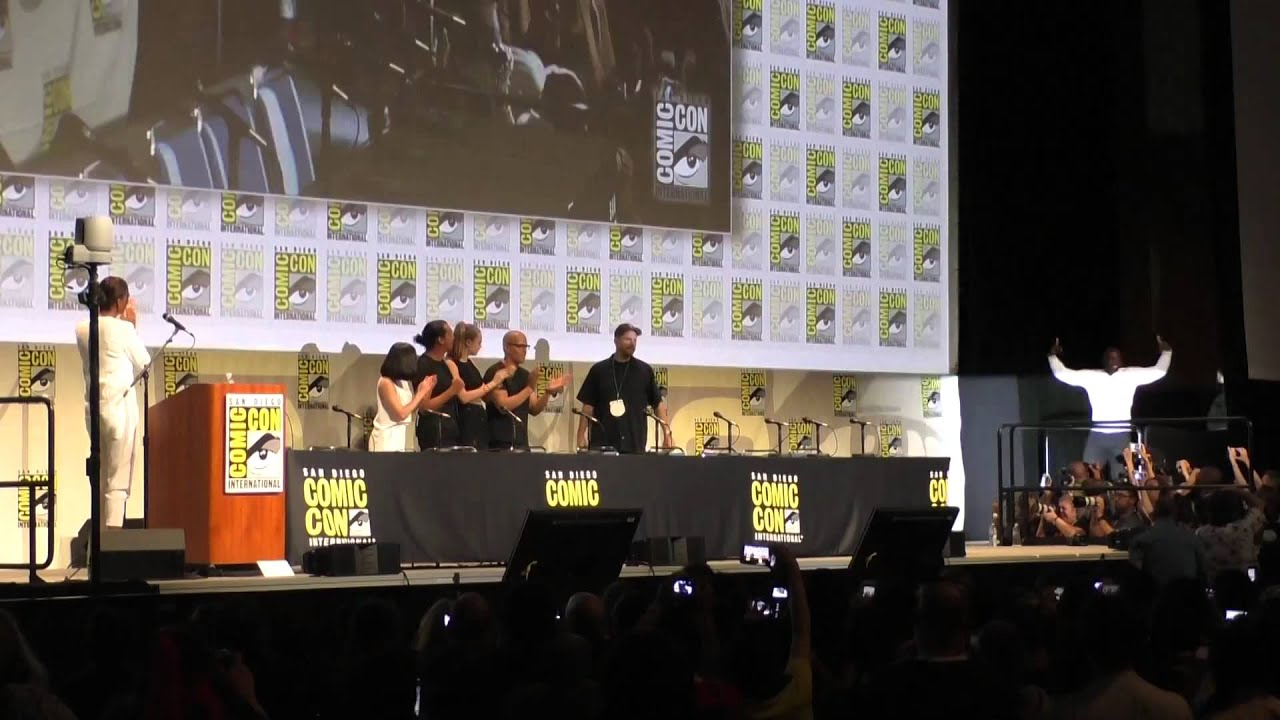 Download Suicide Squard delights Comic-Con crowd with surprise appearance