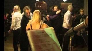Annika o Raimo spelar på Brännebrona Gästis nyårsafton 2010 film 2