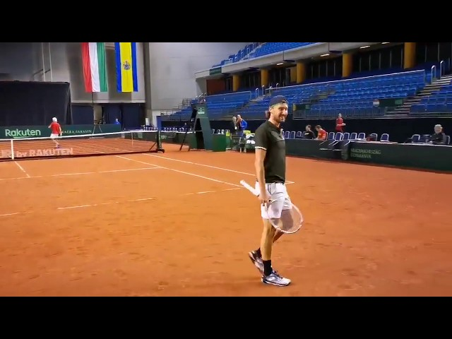 Ruben Bemelmans tovert knappe bal uit racket op training