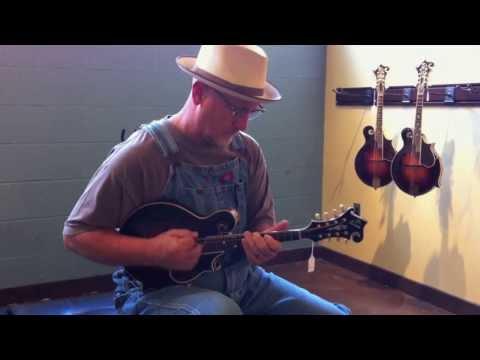 Carter Vintage Guitars - Mike Compton & '24 Loar F-5