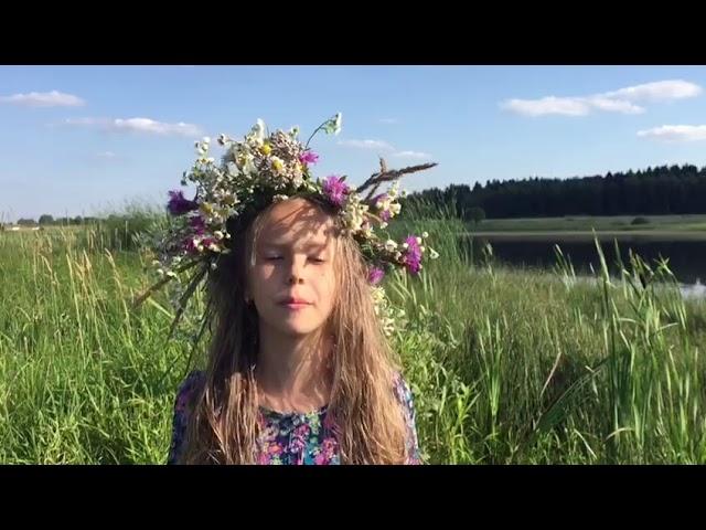 Изображение предпросмотра прочтения – ДарьяВасилюк читает произведение «В небе тают облака» Ф.И.Тютчева