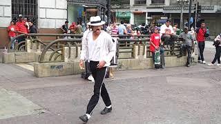 Cover do Michel Jackson dançando no Viaduto do Chá, dança muito, assista!