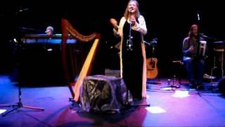 Moya Brennan & Friends - Mhorag's Na Horo Gheallaidh & Alasdair MacColla - Live 11-03-2011