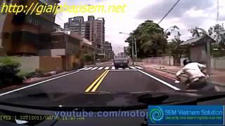 tai nạn xe máy-hài ko đỡ được