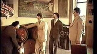 Secretul lui Bachus (1984) - Sa curga vinul, sa cinte muzica, sa vie femeile sau militia.. ...