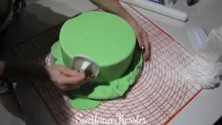 Шаг 3.Обтяжка торта мастикой.