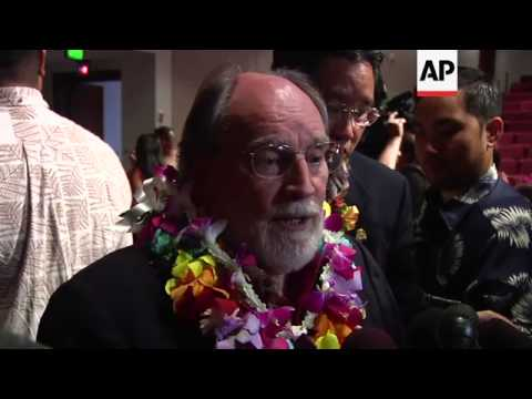 Gov. Neil Abercrombie signed a bill Wednesday legalizing gay marriage in Hawaii, the state that kick