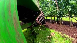 Ściółkowanie podłożem 2014 (mulch with mushroom compost,organische bemesting,rozrzutnik sadowniczy)