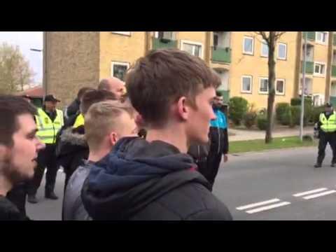 Brøndby-fans i sekunderne inden de løber mod Tre For Park