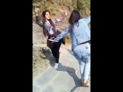 Girls Beautiful Dance on Duge Nalue Song @ Dharamshala | Himachali Folk Dance